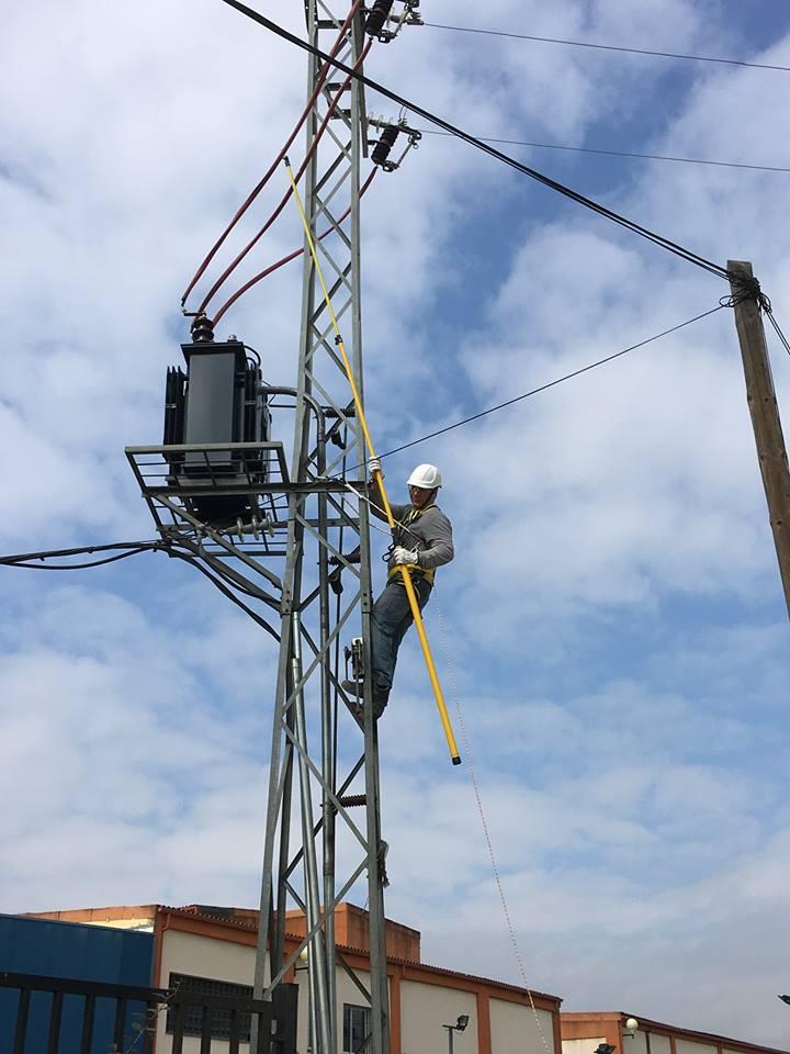http://www.metelcor.es/wp-content/uploads/2016/04/metelcor-reparacion-electrica-media-tension-1.jpg