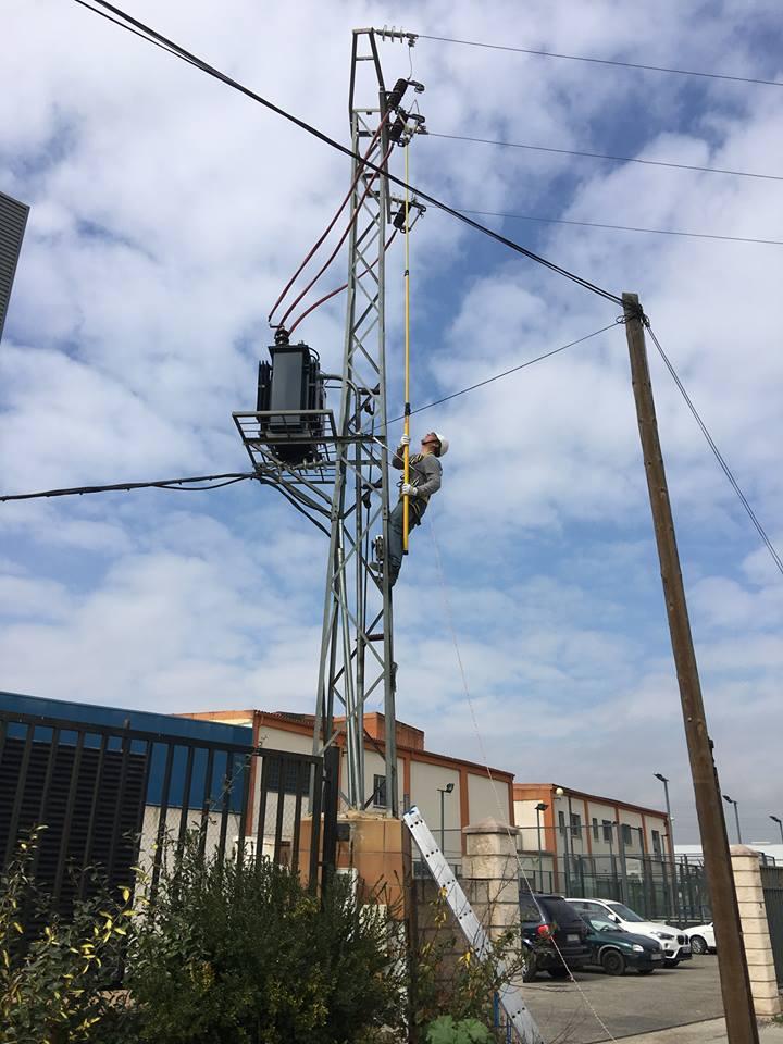 http://www.metelcor.es/wp-content/uploads/2016/04/metelcor-reparacion-electrica-media-tension-4.jpg